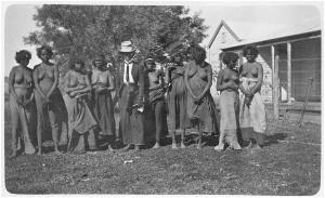 Daisy Bates met Aboriginals